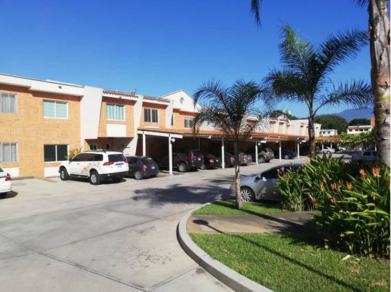 Daniela Toloza Vende Townhouse En Res Doral Park Crth-007