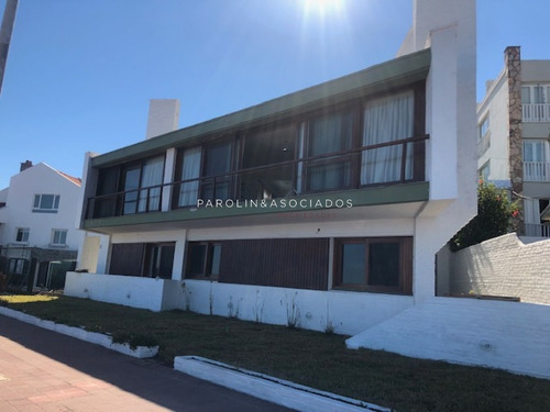 Casa En Venta Frente Al Mar- Ref: 3079
