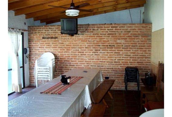 Tipo Casa 2 Dormit., Garage, Fondo, Quincho En Gerli, Lanus.