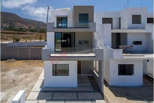 Las Vistas Playas De Rosarito Casa Moderna En Venta Con Vista Panorámica Al Mar En Una Exclusiva Privada De Solo 57 Casas