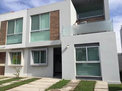 Casa En Coto Con 3 Recàmaras Y Casa Club En Tlajomulco De Zuñiga