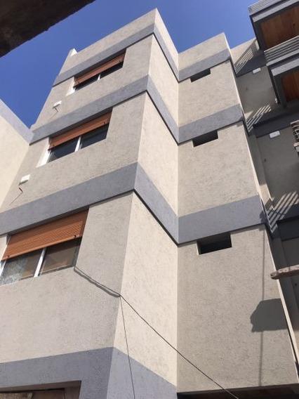 Edificio De 3 Pisos, 1 Y 2 Amb