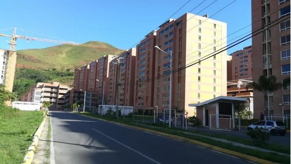 Apartamento De 2 Hab + 1 Vestier, 2 Baños. 1 Estacionamiento