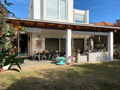 Se Vende Moderna Casa Estilo Mediterraneo En Lomas De