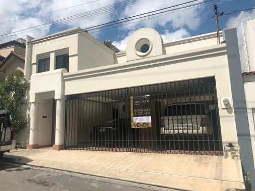 Residencia De Lujo En Venta En Colorines, San Pedro Garza García. Excelente Ubicación.