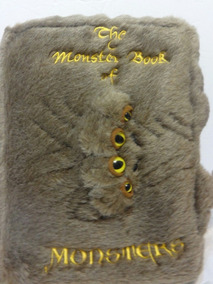 Almofada Harry Potter - Monster Book Of Monsters Neca