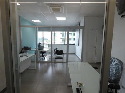 Oficina Central Acceso Con Divisiones, Garajes Y Deposito