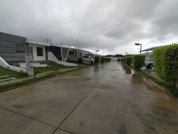 Casa En Alquiler En Cabudare Lara 20-20746 Rr