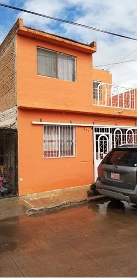 Casa De Dos Plantas Con 3 Recamaras