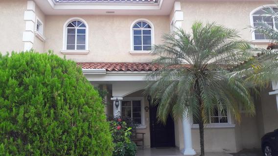 Casa En Venta Palmeras Del Este#19-1302hel** En Costa Del Es