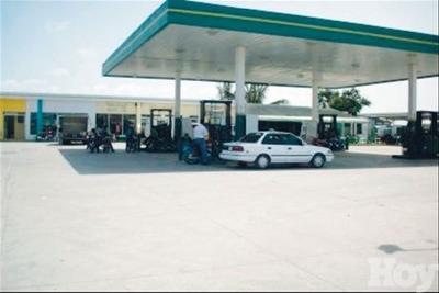 Dos Estación De Combustible En Región Sur