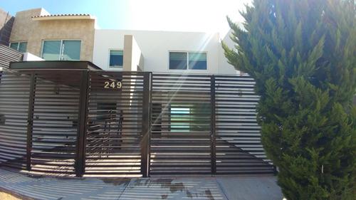Casa En Renta En Arboledas Del Parque Querétaro