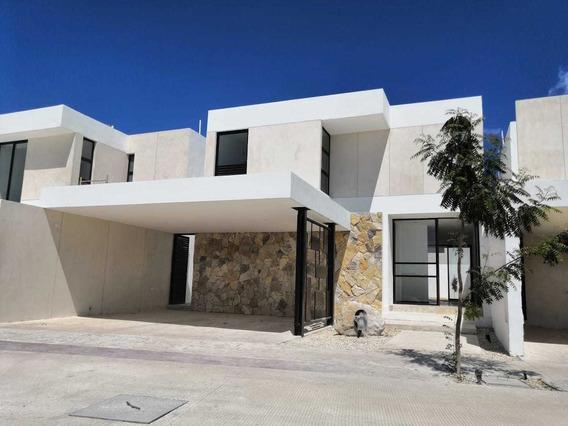 Preciosa Casa En Privada En Temozon Norte Merida Con Recamara En Planta Baja.