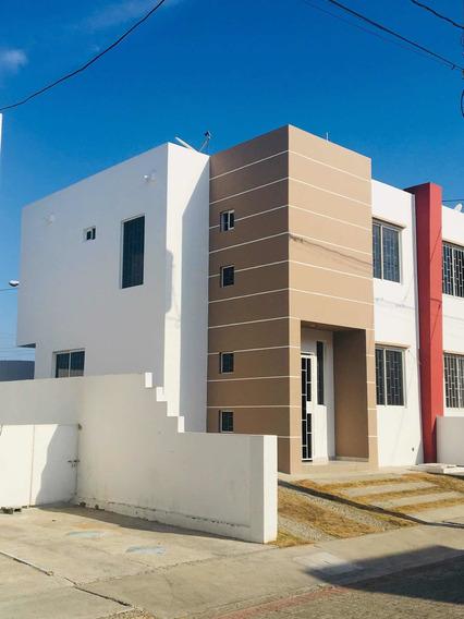Casa De 3 Dormitorios Y 2 Baños Y Medio En Manta
