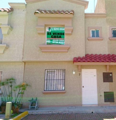 1,575,000 Casa 2 Niveles En Urbi Quinta Montecarlo