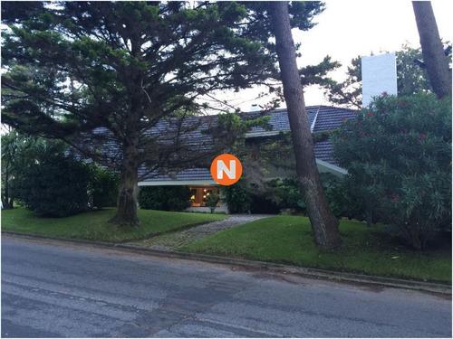 Casa En Venta, House In  Punta Del Este, 4 Dormitorios, Zona Golf- Ref: 209301