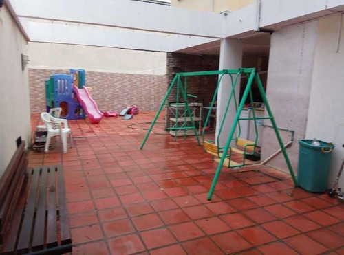 Casa - Pocitos- Venta- 6 Dormitorios- Parrillero- Lavadero- Patio- 6 Baños- Excelente Ubicación.