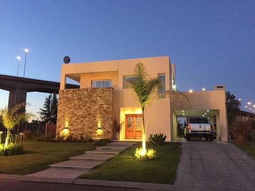 Hermosa Casa En Barrio Estancia Smithfield Zarate