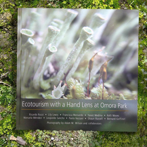 Imagen 1 de 4 de Ecotourism With A Hand Lens At Omora Park - Ricardo Rozzi