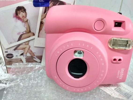 Câmera Fujifilm Instax Mini 9