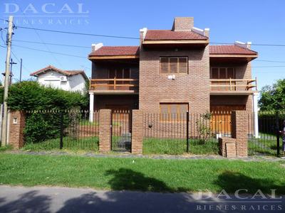 Casa En Venta En City Bell Calle 473 Bis E/ 23 E/ 24 Dacal Bienes Raices