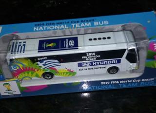 Miniatura De Um Ônibus Da Copa Do Mundo