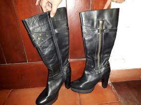 Botas Negras Caña Alta.