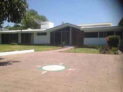 Amplia Casa En Venta A Un Costado De Bugambilias