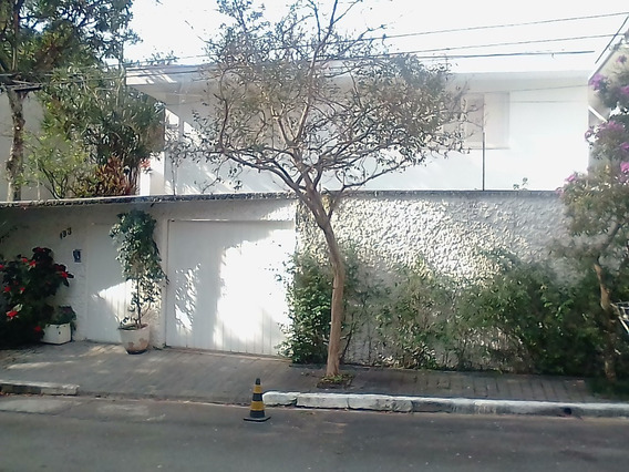 Casa Em Rua Fechada,praticamente Dentro Do Parque Ibirapuera