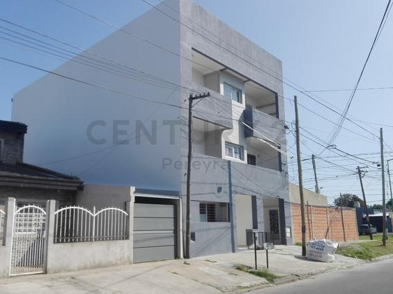 81 Entre 1 Y 2 . Departamento De 1 Dormitorio En Venta, La Plata.