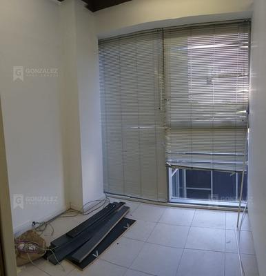 Oficina En Venta Ubicado En Pilar Centro, Pilar Y Alrededores