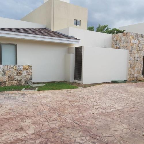Villa En Renta En Merida, Country Club, Campo De Golf