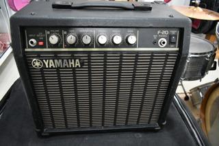 Amplificador Guitarra Yamaha F-20