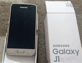 Celular Samsung Galaxy J1 - Dourado
