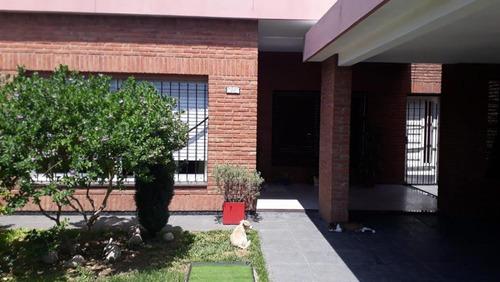 Imagen 1 de 17 de Venta - Villa Luzuriaga - Casa 4 Ambientes Muy Buen Estado
