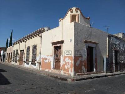 Renta De Local Comercial En Esquina De Principales Avenidas Del Centro Histórico De Querétaro