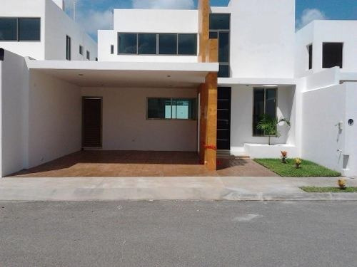 Casa De Tres Habitaciones Con Piscina
