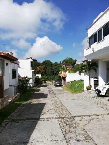 Terreno Urbano En Lomas De Zompantle / Cuernavaca - Tbr-641-tu