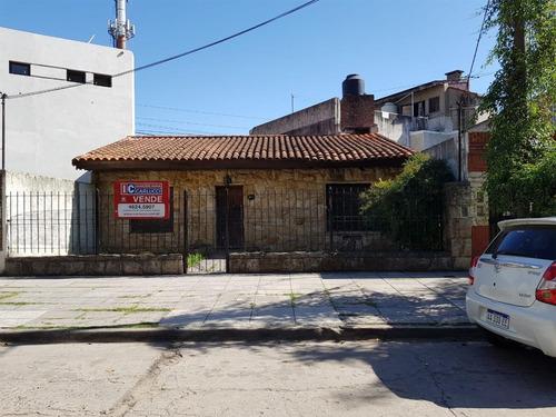 Casa Con Salida A Dos Calles En Venta En Ituzaingo Norte