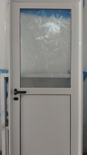 Imagen 1 de 2 de Puerta De Aluminio 70x200 Medio Vidrio