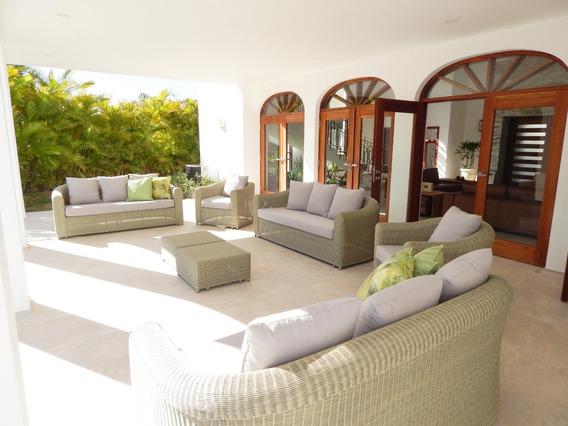 Vende Villa Amueblada Con Piscina
