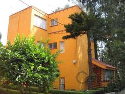 Amplia Casa Con Buena Orientación Muy Cerca Del Parque Fuentes Brotantes