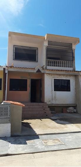 Nestor Moreno Vende Casa En Urb. Lomas De La Hacienda