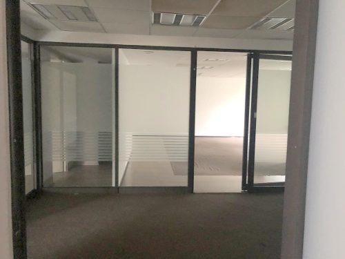 Oficina En Renta En Tecamachalco Con 5 Cubiculos Y Vigilancia.