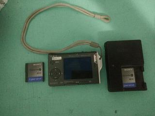 Camara Sony Super Delgada Con 2 Baterias Y Cargador De Pare