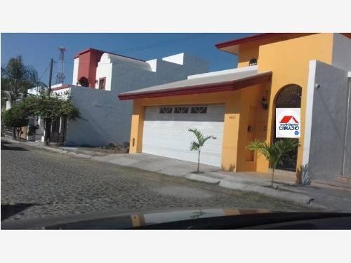 Casa Sola En Venta Fracc. Residencial Esmeralda Sur, Colima, Col.; Con Terraza Y Alberca Equipada..