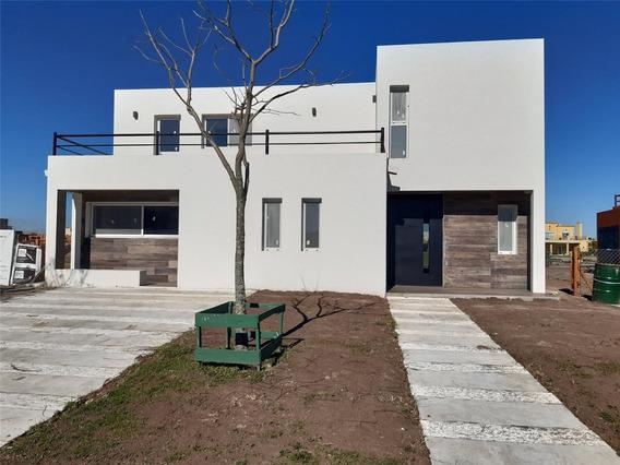 Casa En Venta En Puerto Del Lago Barrio Vista A La Laguna