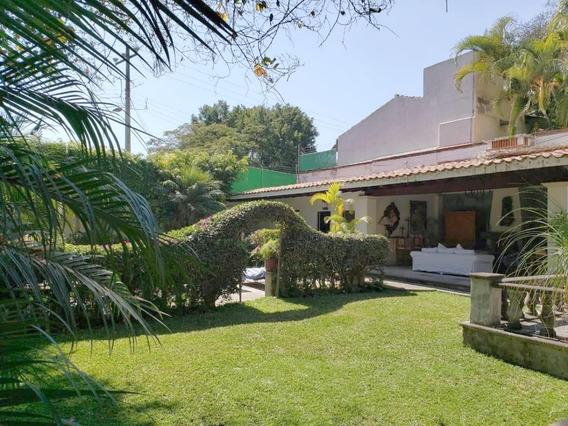 5 Recámaras, 5 Baños, Piscina, Jardines, Cuernavaca