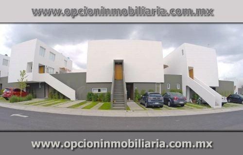 Hermosa Casa De Una Planta, Con 3 Habitaciones, Ppal Con Bañ