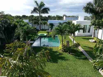 Magnífica Residencia Con Hermoso Jardín Y Piscina Priv En Cancún C1863